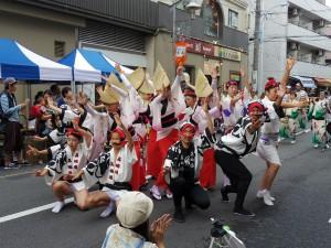 エトいちで阿波おどりを披露する美踊連